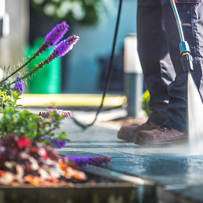 Outdoor hardscapes cleaning